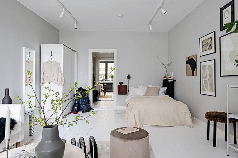 Бело-серая однушка с контрастными черными акцентами интерьер и дизайн,квартира,малометражка,пастельные тона,скандинавский стиль,черный цвет