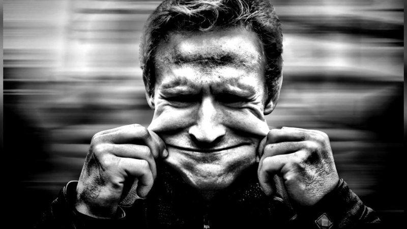 Для русских нетипично улыбаться в ответ дежурная улыбка, русские, улыбка