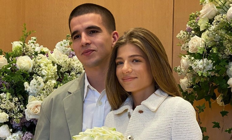 Александра Новикова и Feduk подтверили свою свадьбу: первое официальное фото Звезды,Звездные пары