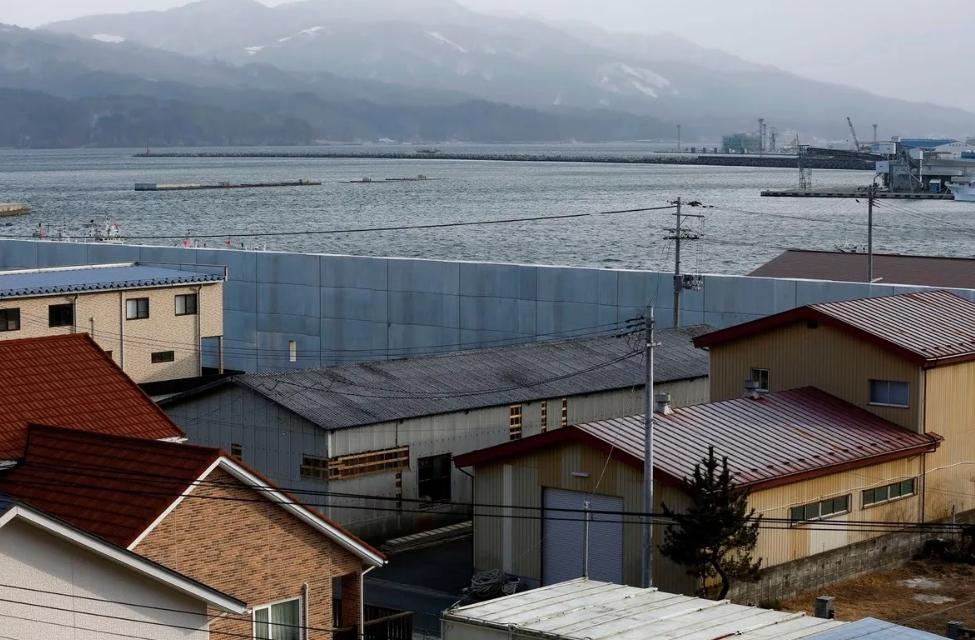 Зачем японцы спрятали свои города за высокой бетонной стеной и что они там скрывают города,интересные факты,история,общество,япония