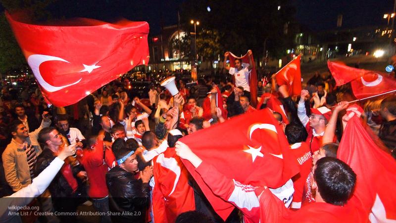 Турецкие футболисты поддержали операцию против курдов воинским приветствием