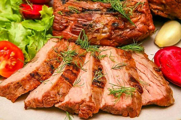Горячие мясные блюда на Новый год 2019 — 7 лучших рецептов