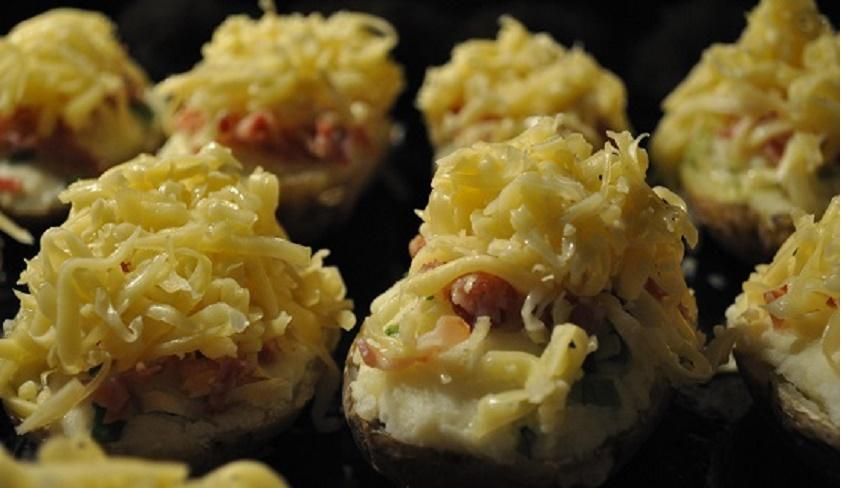 Картофель в беконе, запеченный в духовке: повседневные и праздничные блюда