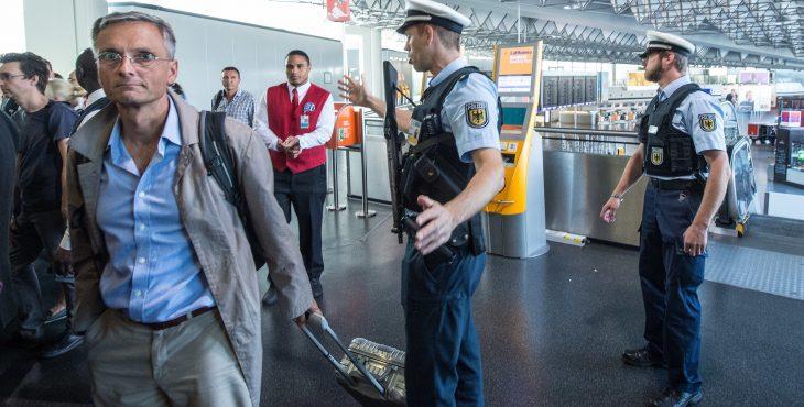 Немцы массово покидают Германию. В самый разгар мигрантского кризиса...