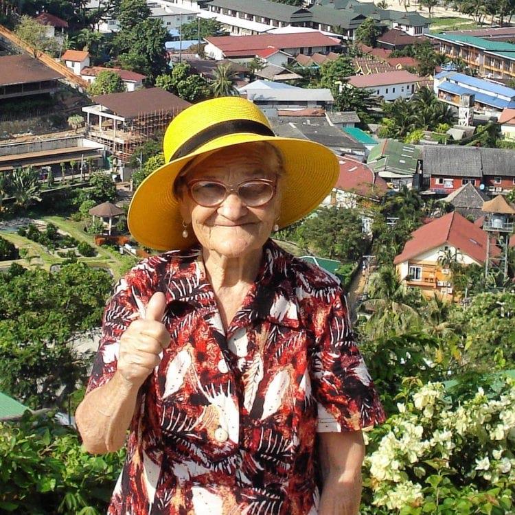 Как вы хотите провести пенсию? Бабушка Лена встретила 90-летний юбилей на яхте в Карибском море