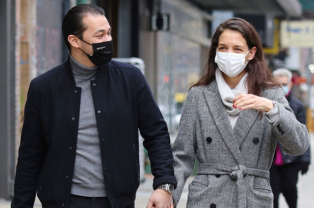 Кэти Холмс и Эмилио Витоло на прогулке в Нью-Йорке: свежие фото пары