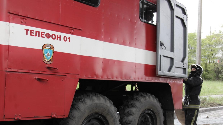 Фонтан высотой с пятиэтажный дом забил у больницы в Саратове Происшествия