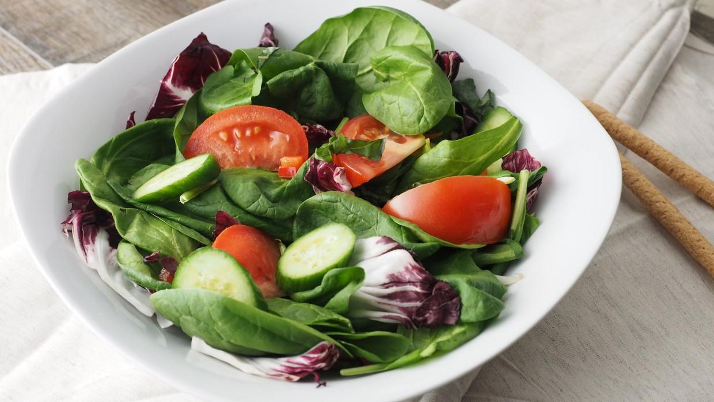Диетолог Дубская: люди после 50 лет должны ежегодно сокращать калории на 3% Общество