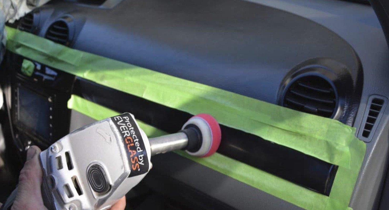 Как быстро и дешево восстановить прожженный пластик в машине Автомобили