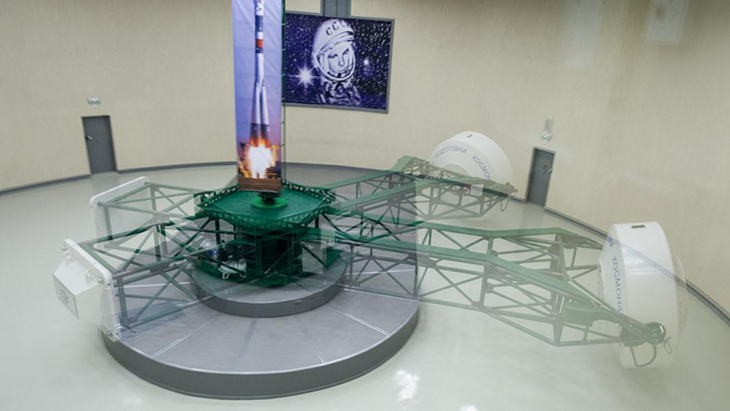 «Мы добирались до орбитальной станции двое суток»