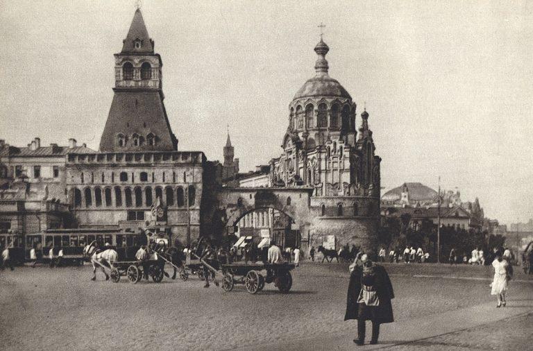 Почему в 1918 году большевики перенесли столицу из Петрограда в Москву