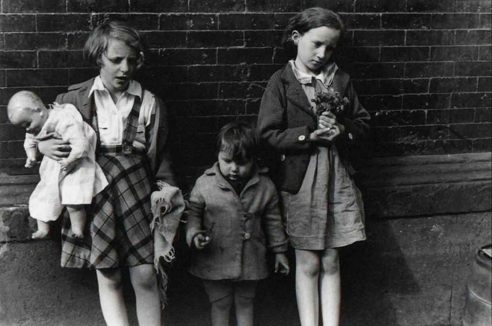 Уличная жизнь Нью-Йорка с 1930-х до 80-х годов в фотографиях Элен Левитт 37