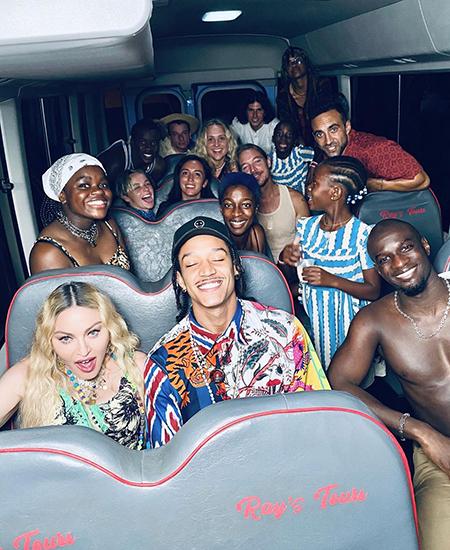 Мадонна отметила день рождения с детьми и молодым бойфрендом на Ямайке Звездные пары