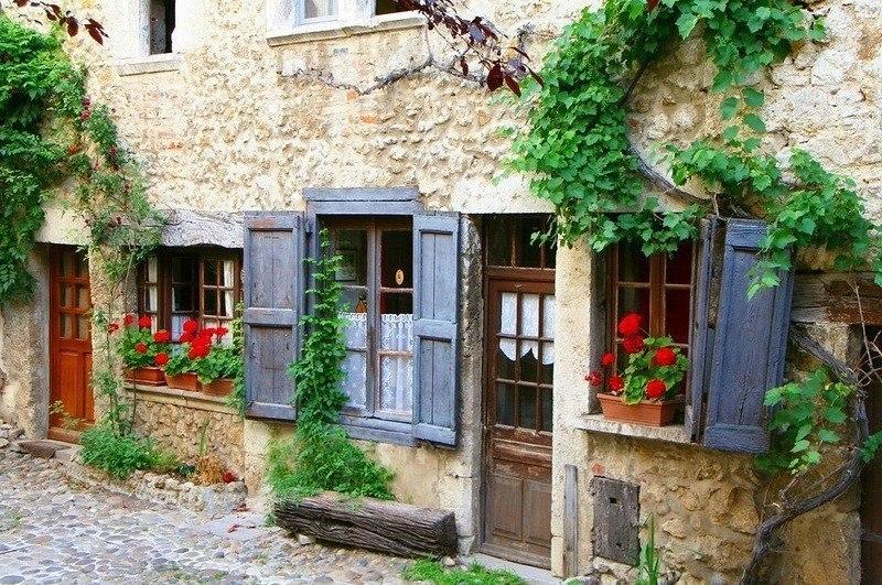 Средневековая деревня Перуж …