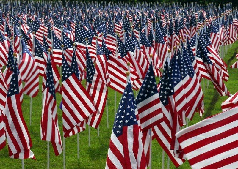8. Флаги. Американские флаги - на каждом шагу. Наверное на случай, если кто-то забудет, где находится. америка, американцы, в мире, подборка, привычки, разные страны, сша, традиции