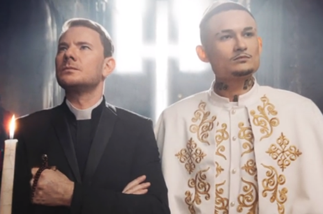 """Моргенштерн и DJ Smash в образах священников устраивают вечеринку в церкви в клипе на песню """"Новая волна"""""""