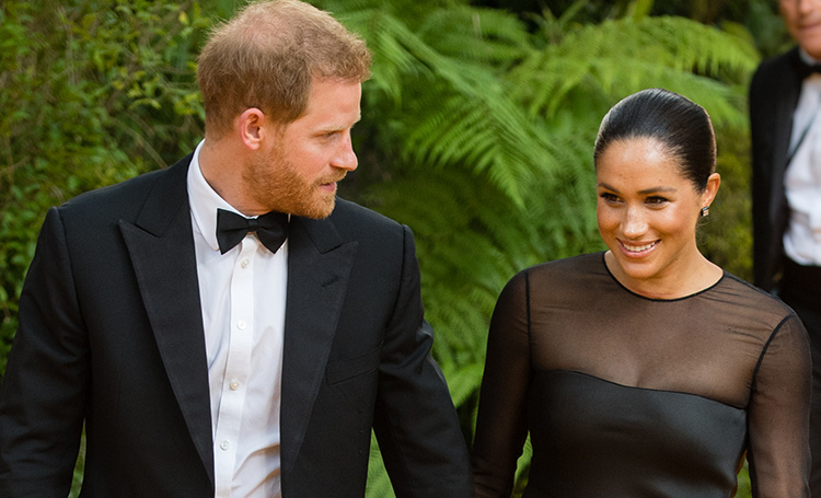 Меган Маркл и принц Гарри прилетели в Рим на свадьбу подруги, которая их познакомила Монархи,Британские монархи