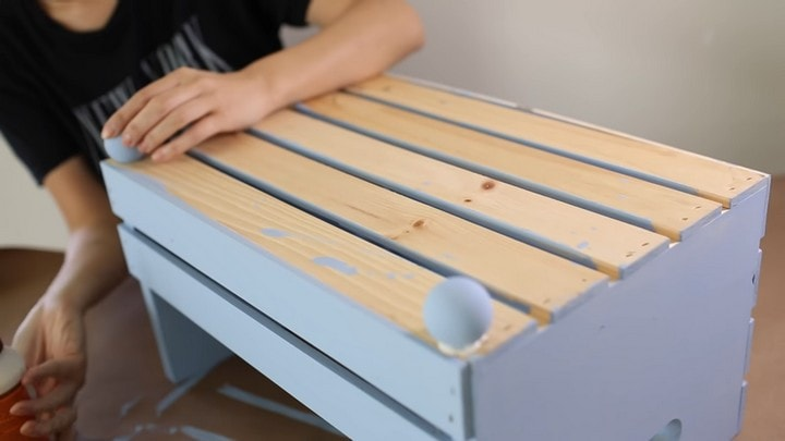 Переделайте простой деревянный ящик в уютную лежанку для вашей собаки интерьер,переделки,своими руками,сделай сам