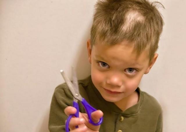 Детишки, которые решили подстричься самостоятельно
