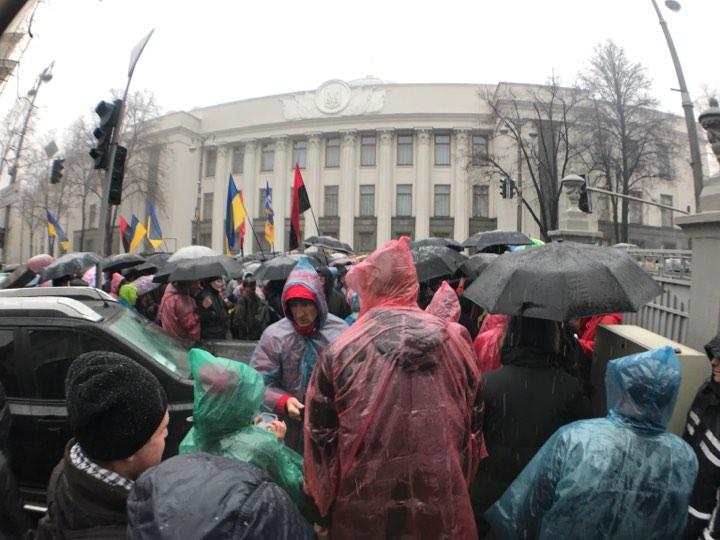 В Киеве прошел марш за импич…
