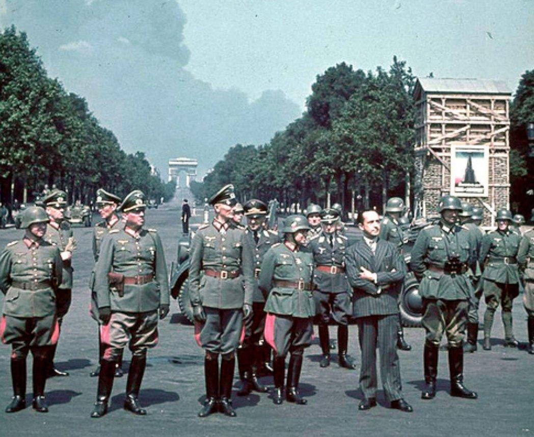 О равенстве Гитлера и Сталина начали рассказывать российским студентам