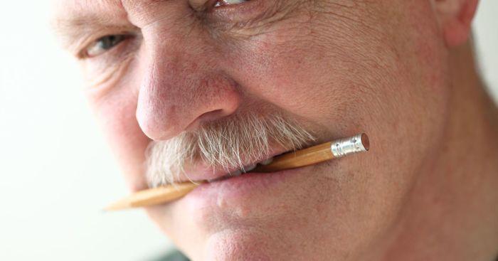 Чтобы улучшить свое самочувствие при сильной усталости, нужно подержать карандаш во рту. /Фото: f12.pmo.ee