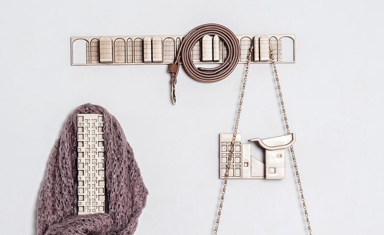 Крючки для вешей в виде архитектурных сооружений