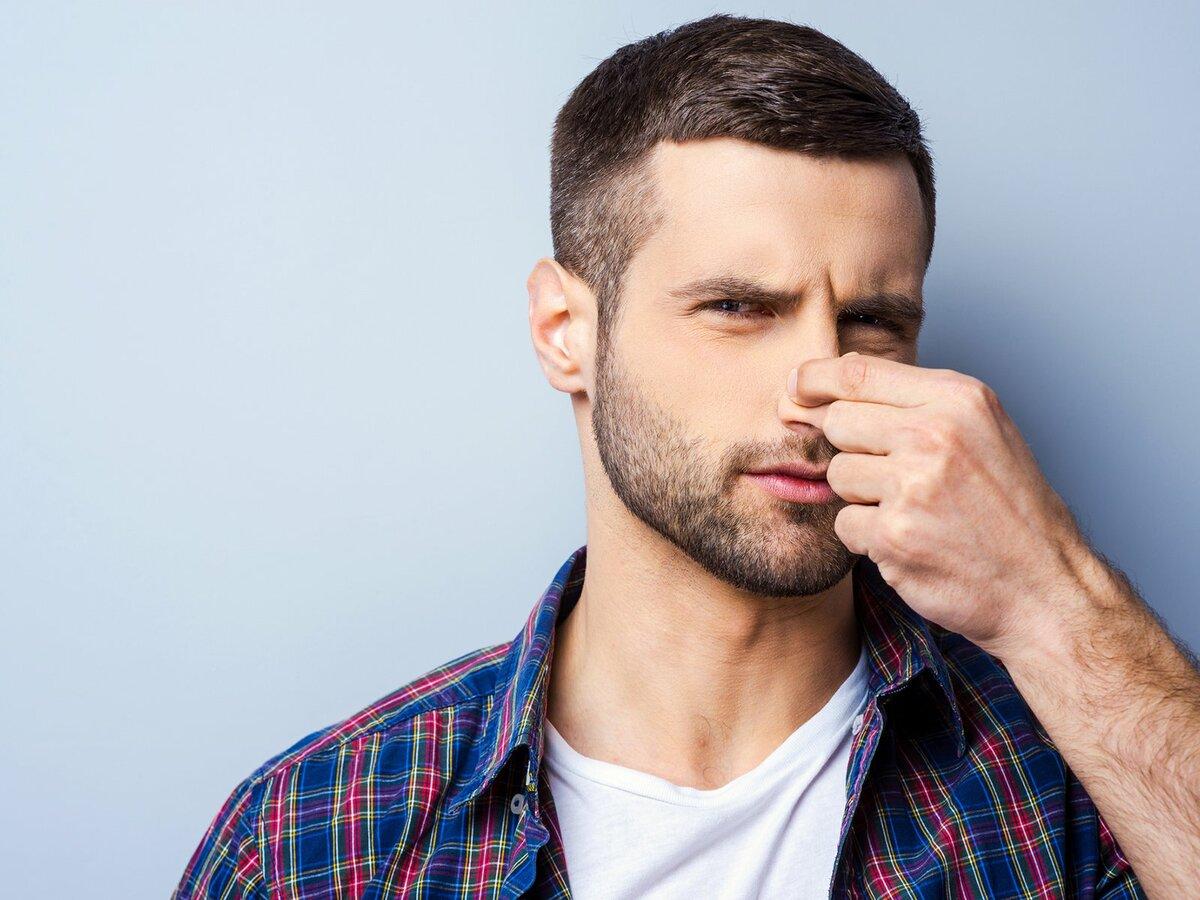 Чем от нее несет? 5 женских нот в парфюмерии, от которых мужчины воротят нос