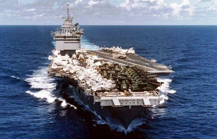 Авианосец, перевозящий самолеты с ядерным оружием «USS Enterprise».