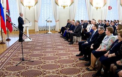 Собянин вручил госнаграды заслуженным жителям столицы