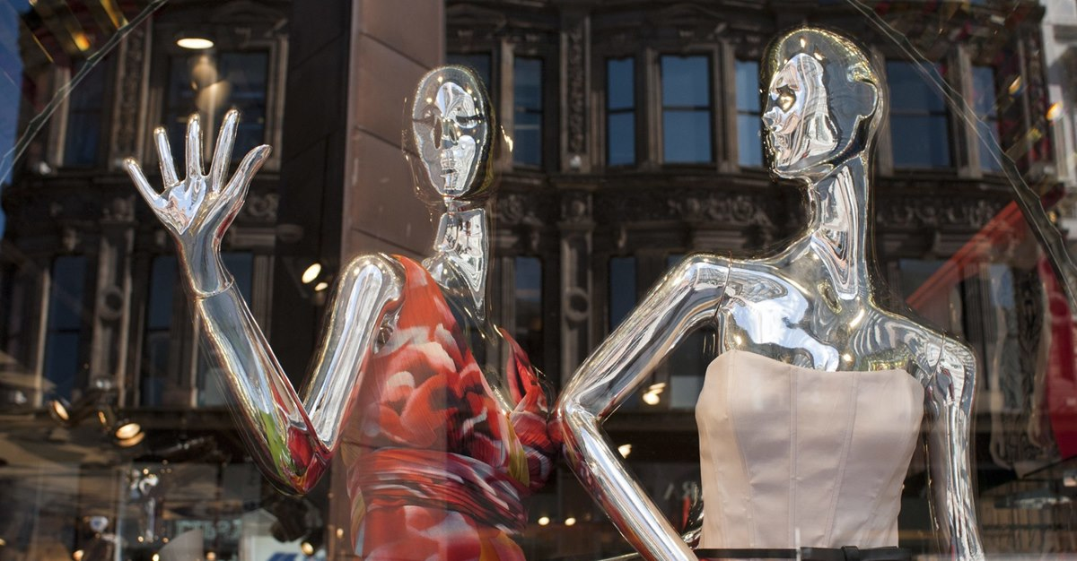 В России магазины могут обязать устанавливать манекены неидеальных размеров