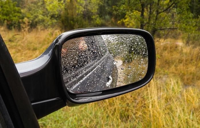 Защитное средство, чтобы зеркала не покрывались каплями дождя или льдом
