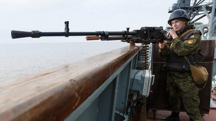 Пулеметы и стреляющие ножи: в Петербурге показали популярное огнестрельное оружие России