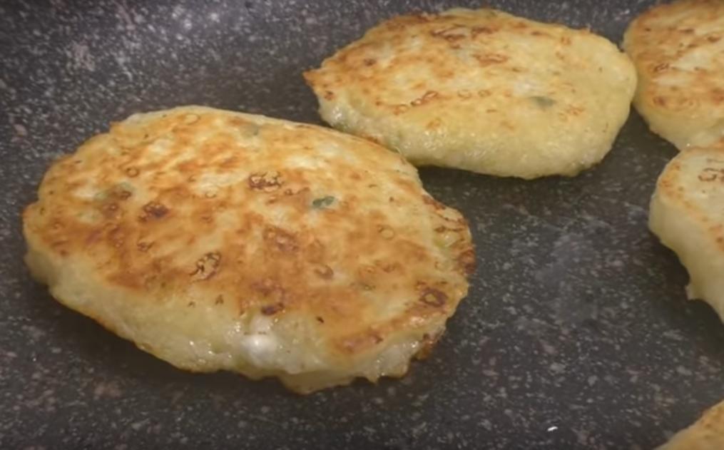 Картофельно-творожные оладьи: вкусно и просто
