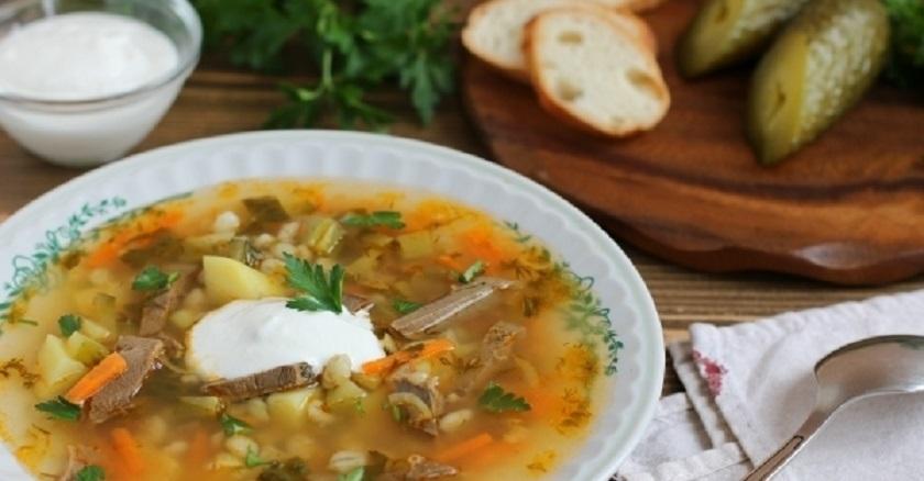 Рассольник с говяжьим сердцем: согревающий суп для зимы