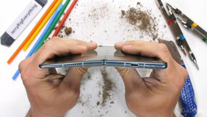 Huawei Mate X2 оказался самым прочным среди складных смартфонов