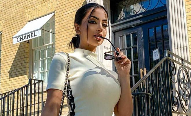 Женщина похвасталась новым платьем без боков, и люди сразу стали обсуждать, что к нему потребуются брюки Культура