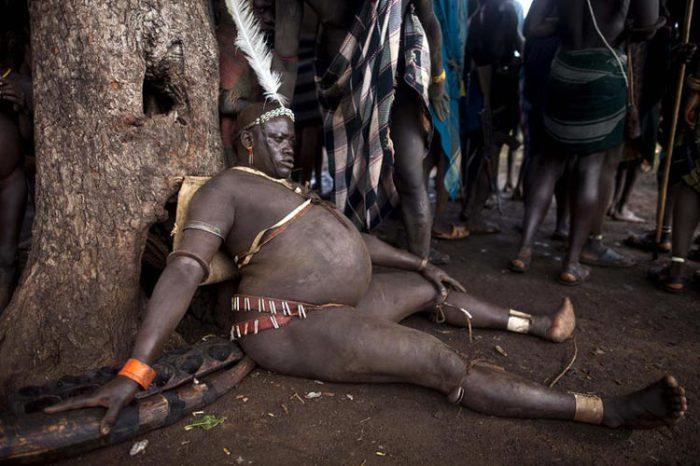 Кровь с молоком: самые красивые мужчины эфиопского племени Боди
