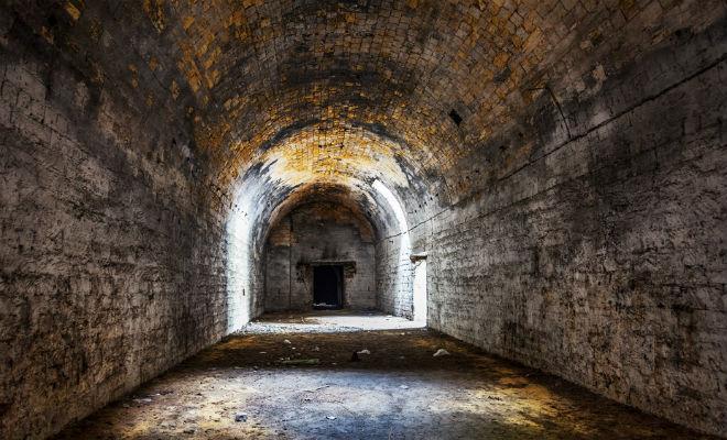 Закинули магнит и не могли вытащить: полезли проверять и нашли подземный город