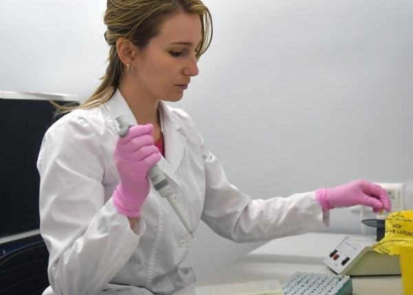 Жителей России могут полностью обеспечить вакциной от коронавируса за год вакцина,коронавирус,медицина,общество,россияне