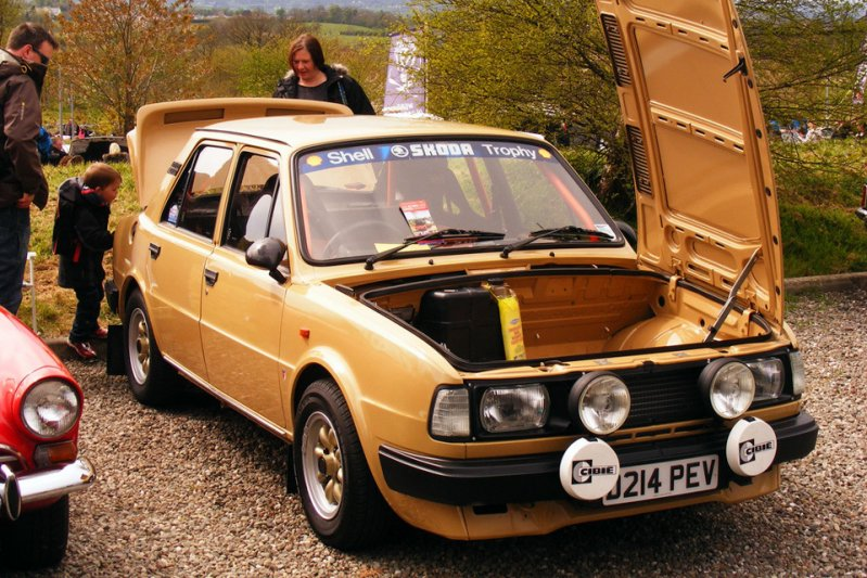В 1987 году Skoda выпускает серии 135 и 136 (Type 746), каждая из которых состоит из двух седанов GL и L, а также одного купе Rapid. заднемоторная компоновка, седан