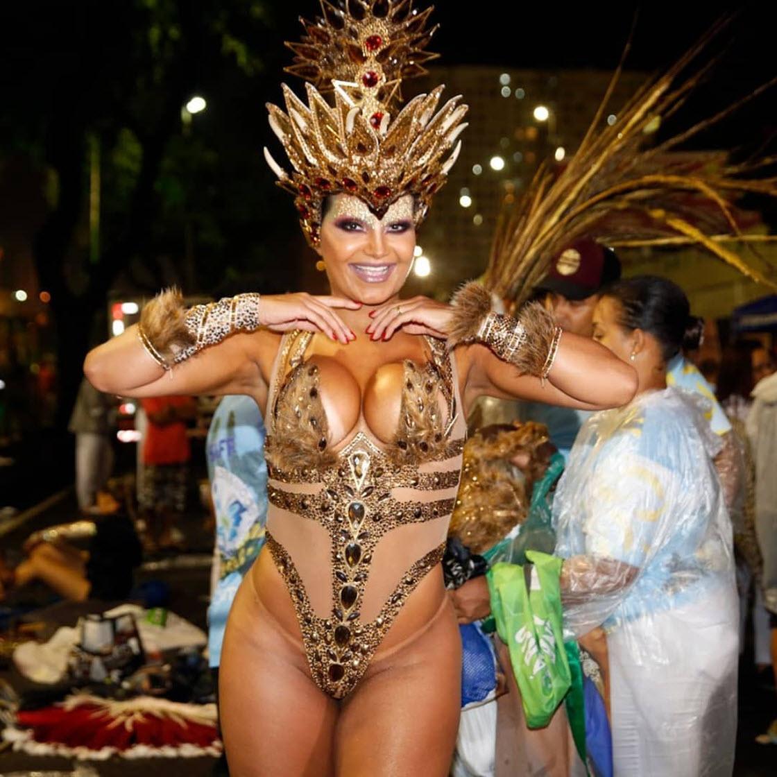 тогда идти голые на карнавале в рио видео другой стороны, монахи