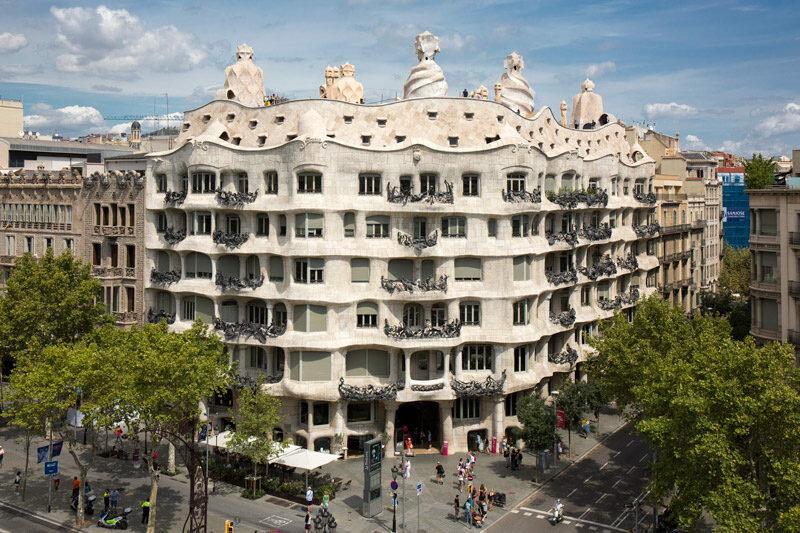 Пять архитектурных шедевров Гауди, которые можно посетить онлайн архитектура,домашний досуг
