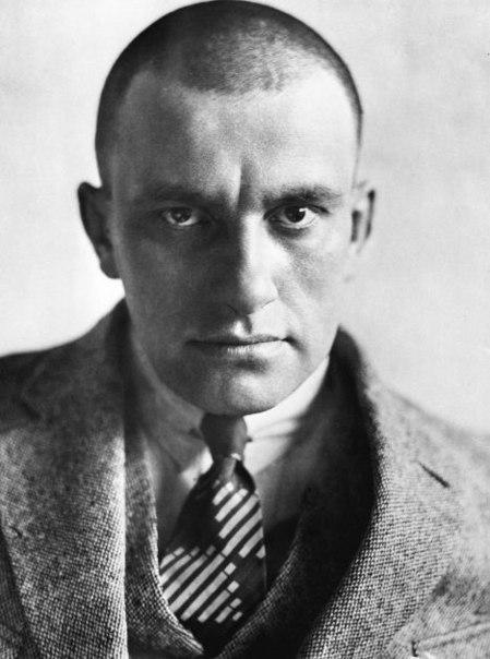 Владимир Владимирович Маяковский - советский поэт