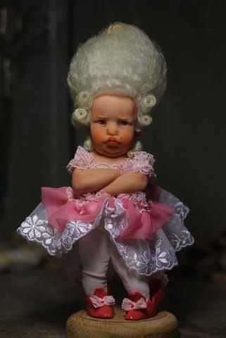 Глядя на кукол, созданных та…