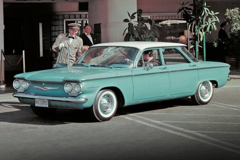 Еще одним американским седаном с мотором сзади был Chevrolet Corvair, который производился с 1960 по 1969 годы. Справедливости ради стоит отметить, что автомобиль выпускался в кузовах купе, кабриолет и универсал. заднемоторная компоновка, седан