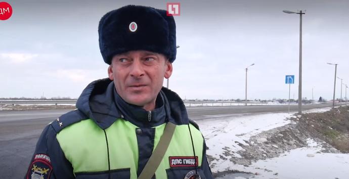 Полицейские спасли 62 ребёнка, застрявших в холод на трассе в КБР