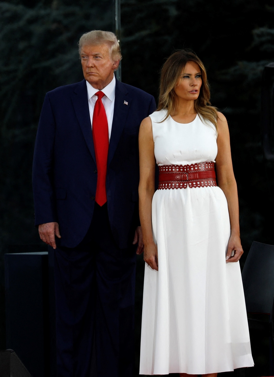 Мелания Трамп отпраздновала День независимости в белом платье и балетках