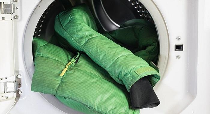 Пуховик нельзя стирать в стиральной машинке. / Фото: travel-dom.ru