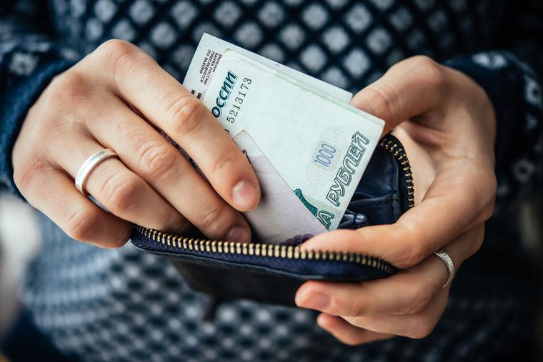 Россиян с маленькой зарплатой хотят освободить от подоходного налога